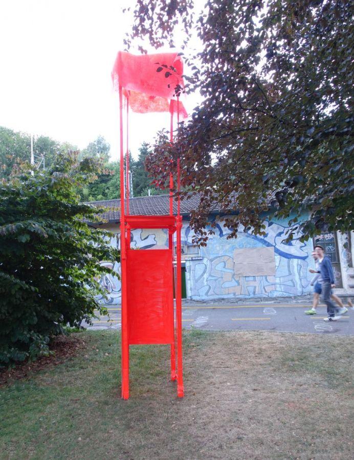 kleiner Turm, 2018, Holz, Wabenkarton, Plastik, Farbe, ca. 420 x 60 x 60 cm - KRAUT Luzern