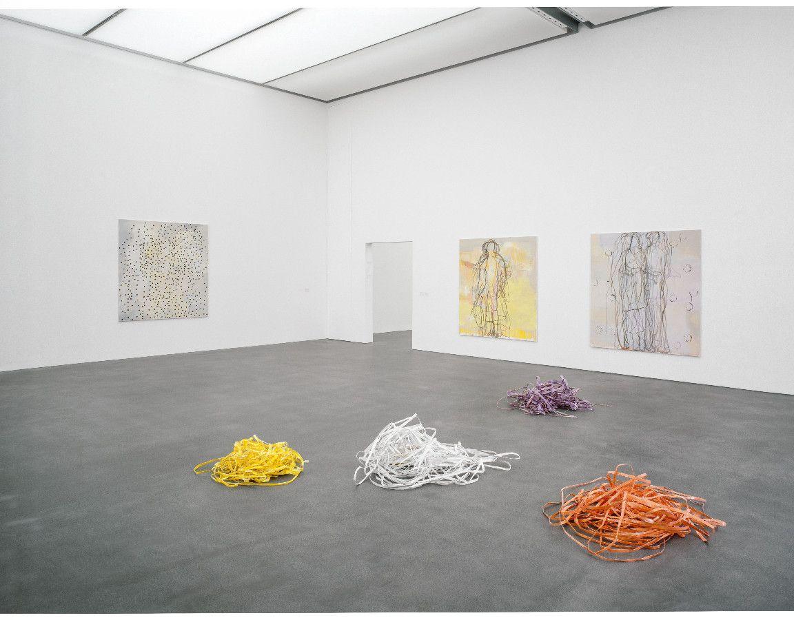 remember, 2001,Acryl auf Baumwolle, je 180 x 168 cm,Papierfarbe, Klebband, je ca. 110 x 70 x 30 cm - Kunstmuseum Luzern