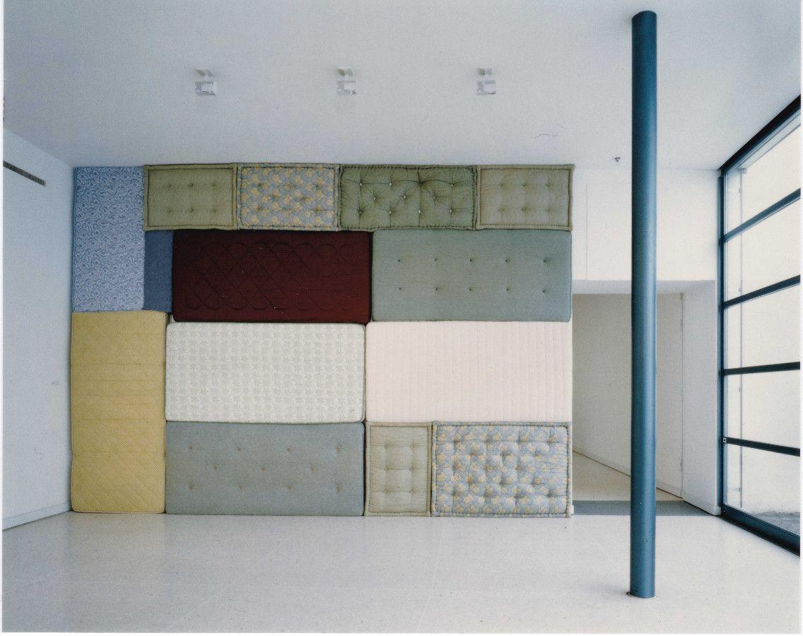 Polster 2, 1996, Matratzen, 330 x 490 cm - Kunsthaus Zug
