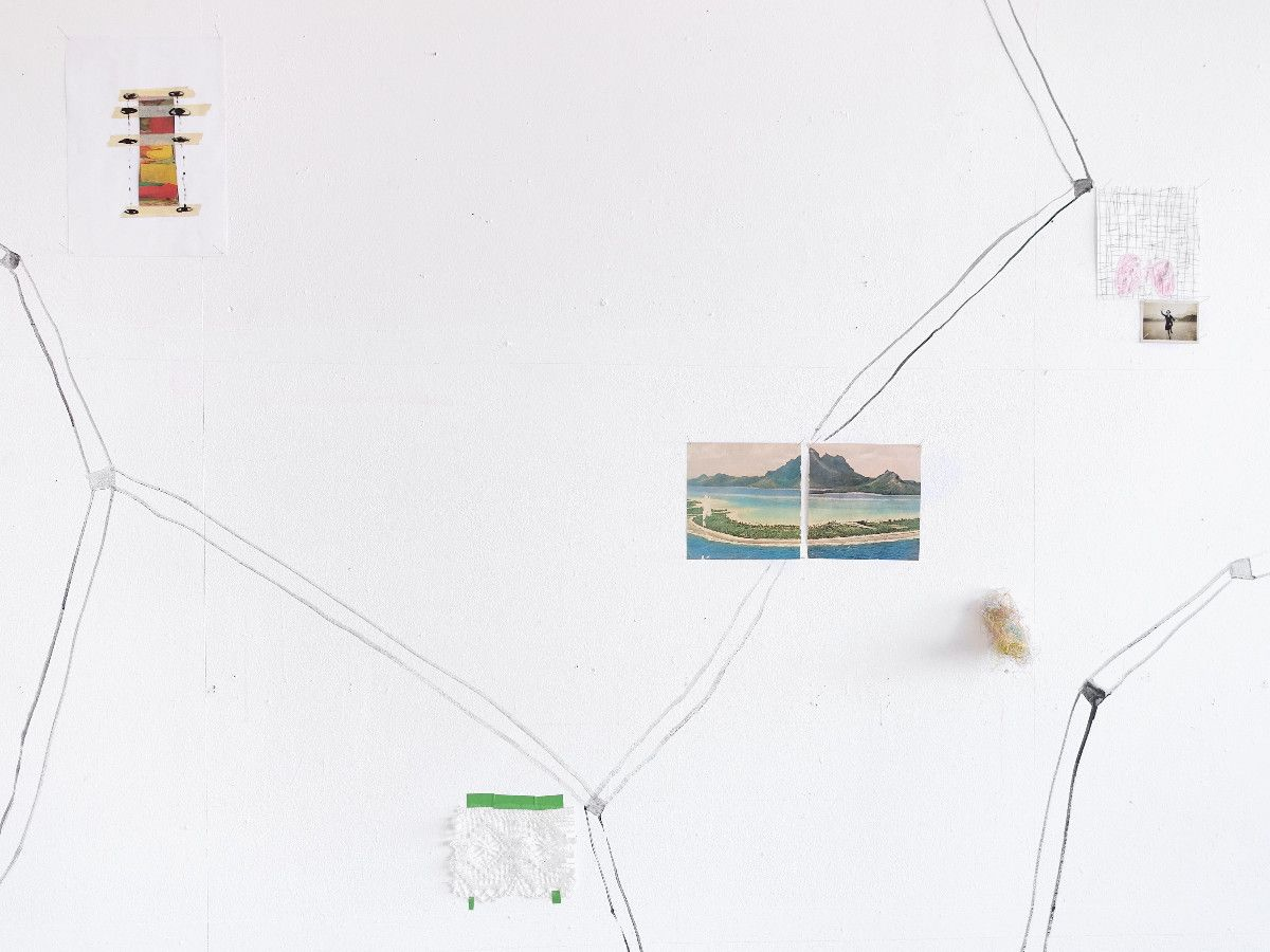 gehen (1), 2000, Wandinstallation, mixed media, ca. 3 x 8 m, Detail - Galerie Josephski-Neukum, Issing D