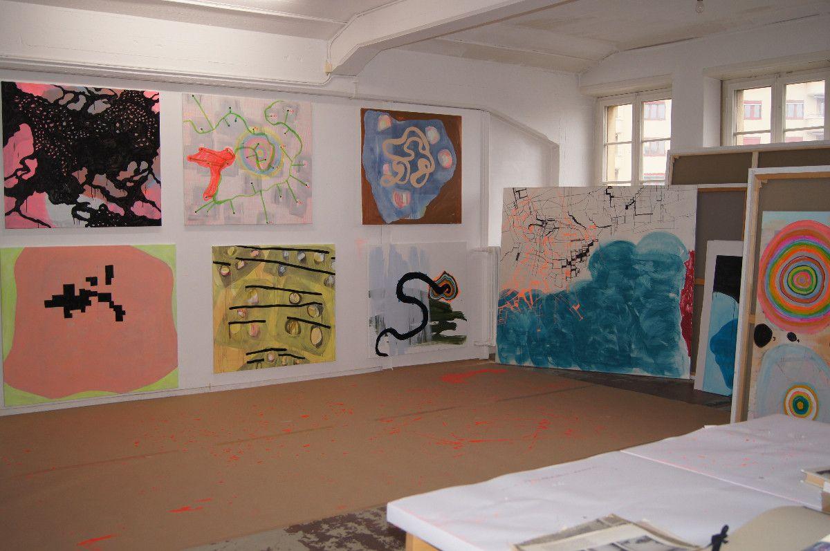was ist, 41-teilige Bildgruppe, 2009-2013, Acryl, Lack, Perlmutt auf Baumwolle, diverse Formate - Atelieraufnahme